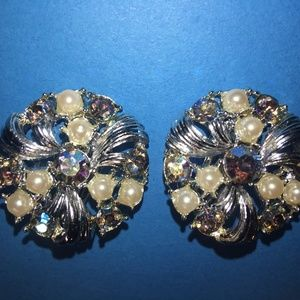 Vintage 1960s blue crystal and pearl earrings clip